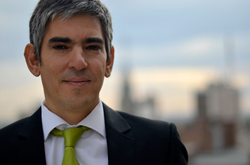 Heraldo Muñoz al aire libre.