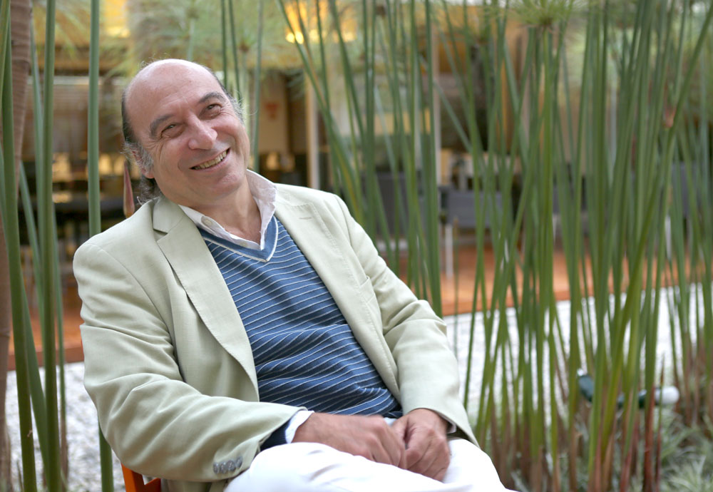 Pedro Tarak sonriendo en una entrevista.