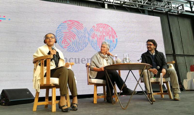 Mujeres hablando sobre el cambio climático en el Encuentro B.