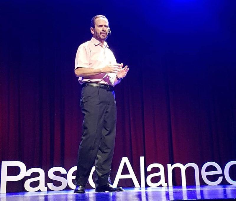 Roberto Bataller en Charlas TED Paseo Alameda.