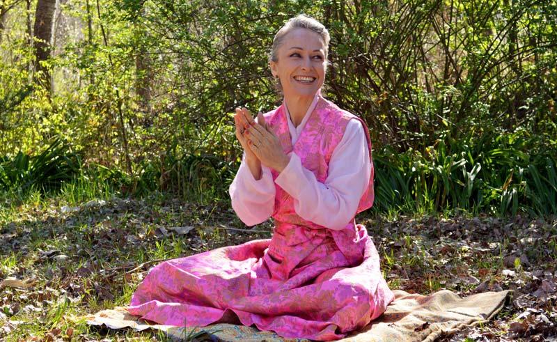 Lakshmi Kennedy, maestra de meditación.