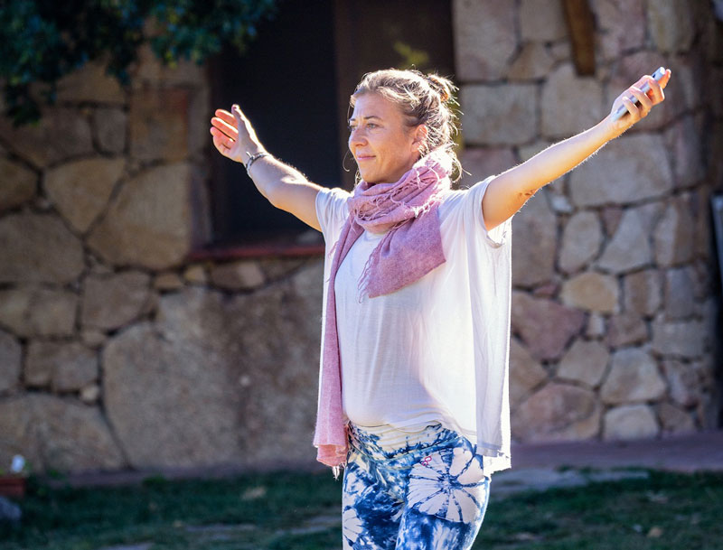 Natalia Meroño bailando danza butoh.