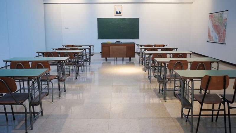 Aula vacía en la Universidad de Granada.