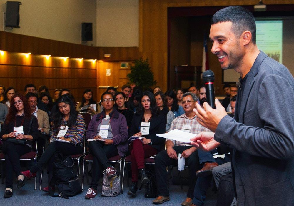 Cristian Figueroa de TejeRedes dando una conferencia.