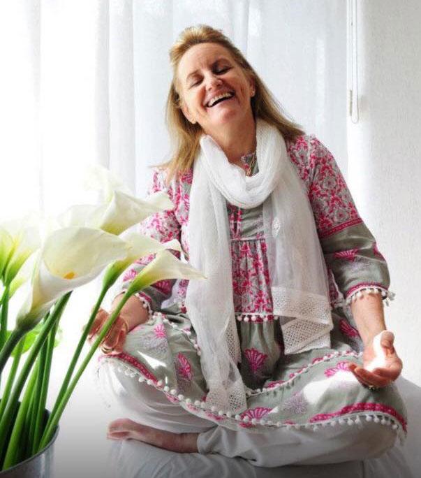 Beatriz Goyoaga realizando una meditación.